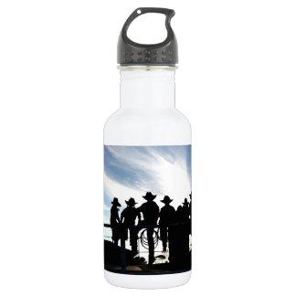 Silhouette-Westerncowboys und -Cowgirls auf Zaun Trinkflasche