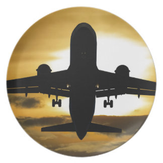 Silhouettejet-Passagierflugzeug im Teller
