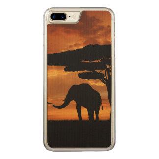 Silhouetten der afrikanischen Elefanten im Carved iPhone 8 Plus/7 Plus Hülle