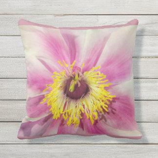Single-Blumen-Blumenentwurf erröten rosa Kissen