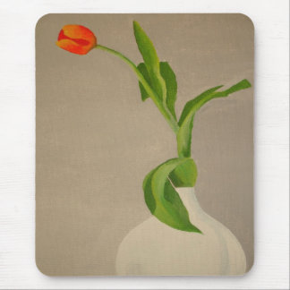Single-rote Tulpe in einem weißen Vase Mauspads