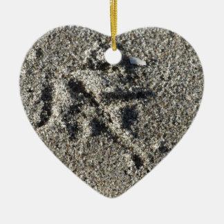 Singleabdruck des Seemöwevogels auf Strandsand Keramik Ornament
