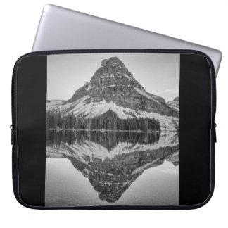 Sinopah Gebirgsreflexion, Glacier Nationalpark Laptop Sleeve