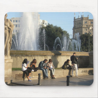 Sitzen Sie in Barcelona Mousepads