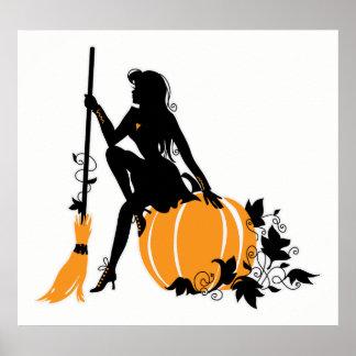 Sitzende Hexe mit Besen und Kürbis Poster