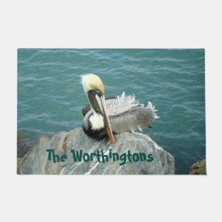 Sitzender Pelikan personalisiert Türmatte