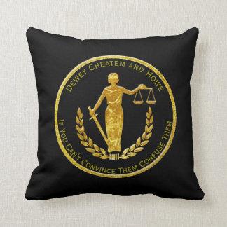 Skalen von Gerechtigkeit personifizieren Kissen