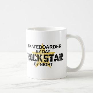 Skateboardfahrer-Rockstar bis zum Nacht Kaffeetasse