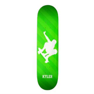 Skater; Grüne Neonstreifen Bedrucktes Skateboard