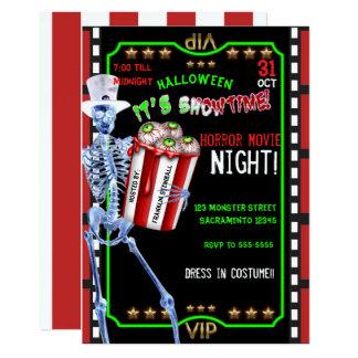 Skeleton Popcorn schaut Halloween-Film-Nacht an Karte