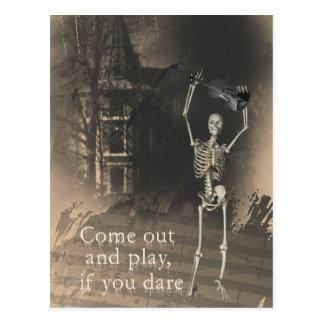 Skelett mit Violine wagt Sie um herauszukommen u Postkarte