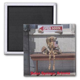 Skelett wartete den Speicher, um sich zu öffnen Quadratischer Magnet