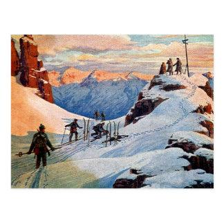 Ski fahren in den Bergen Postkarte