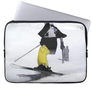 Skipiste-Ende   - abschüssiger Skifahrer Laptop Sleeve