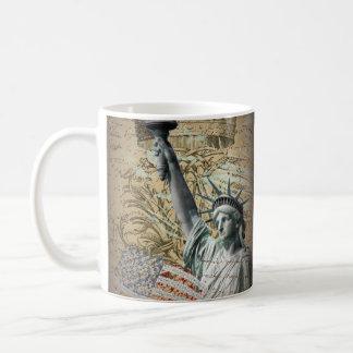 Skript-patriotisches New- Yorkfreiheitsstatue Kaffeetasse