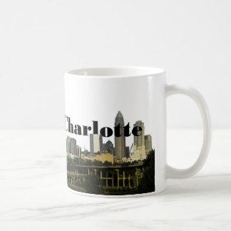 Skyline Charlottes NC mit Charlotte im Himmel Kaffeetasse