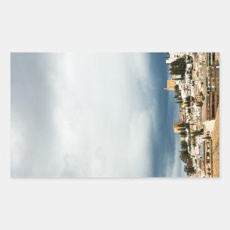 Skyline des historischen Teils einer Stadt auf Rechteckiger Aufkleber