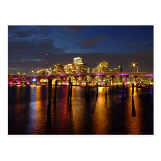 Skyline Miamis Florida an der Nachtpostkarte Postkarten