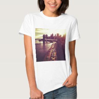 Skyline-Sonnenuntergang - Brooklyn-Brücke und NYC Hemd