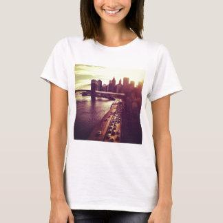 Skyline-Sonnenuntergang - Brooklyn-Brücke und NYC T-Shirt