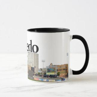 Skyline Toledos Ohio mit Toledo im Himmel Tasse