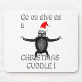 slothie will eine Weihnachtsumarmung Mauspad