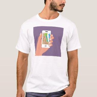Smartphone mit einer Karte APP T-Shirt