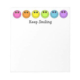 Smiley behalten das Lächeln Notizblock