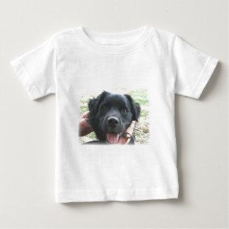 Smokey, das für die Kamera lächelt Baby T-shirt