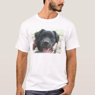 Smokey, das für die Kamera lächelt T-Shirt