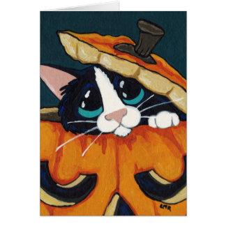 Smokings-Katze in Halloween-Kürbis Karte