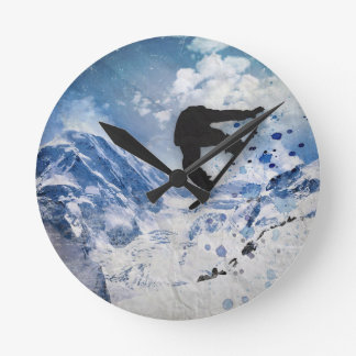 Snowboarder im Flug Runde Wanduhr