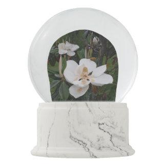 Snowglobe Schneeflocke-weiße grüne Magnolien Schneekugel