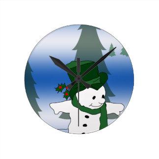 Snowman-Skaten im Grün Runde Wanduhr