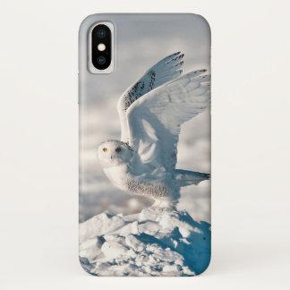 Snowy-Eule, die vom Schnee sich entfernt iPhone X Hülle