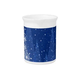 Snowy-Nachtweihnachtsbaum-Feiertags-Entwurf Krug