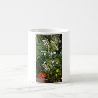 Snowy-Weiß-wilde Blumen durch JanLynn Kaffeetasse