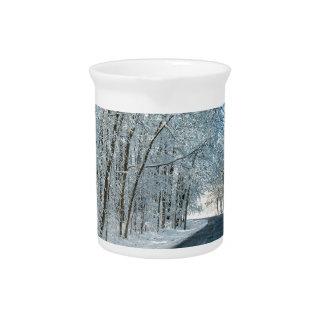 Snowy-Winter-Bäume Getränke Pitcher