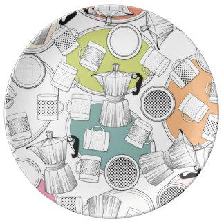 Sockel, Kaffeemaschinen, Tassen, Untertassen Porzellanteller