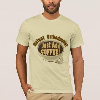 Sofortiger Orthodontist addieren gerade Kaffee T-Shirt