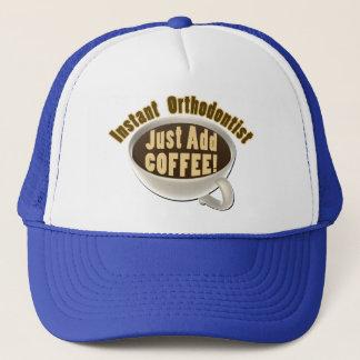 Sofortiger Orthodontist addieren gerade Kaffee Truckerkappe