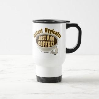 Sofortiger Zahnarzthelfer addieren gerade Kaffee Reisebecher