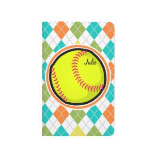 Softball auf buntem Rauten-Muster Taschennotizbuch
