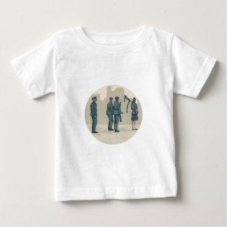 Soldat-Dudelsackspieler-marschierendes Baby T-shirt