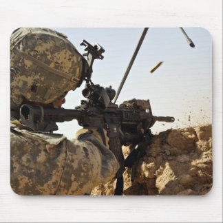 Soldat engagiert sich feindliche Kräfte Mauspads