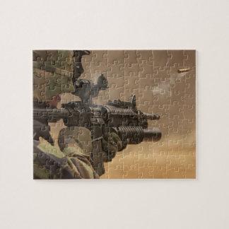 Soldat feuert sein Waffen-Puzzlen ab Puzzle