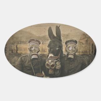 Soldaten Esel und Gasmasken Ovaler Aufkleber