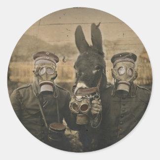 Soldaten Esel und Gasmasken Runder Aufkleber