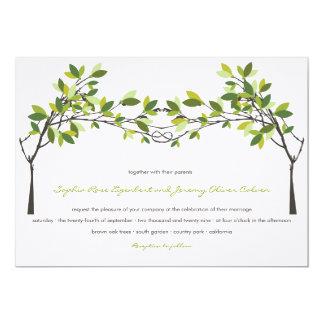 Sommer-Grün geknotete Liebe-Bäume, die Einladung