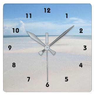 Sommer-Sand-Strand-Ansicht-tropische Uhr
